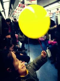 小孩和气球