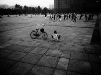 少年与广场舞