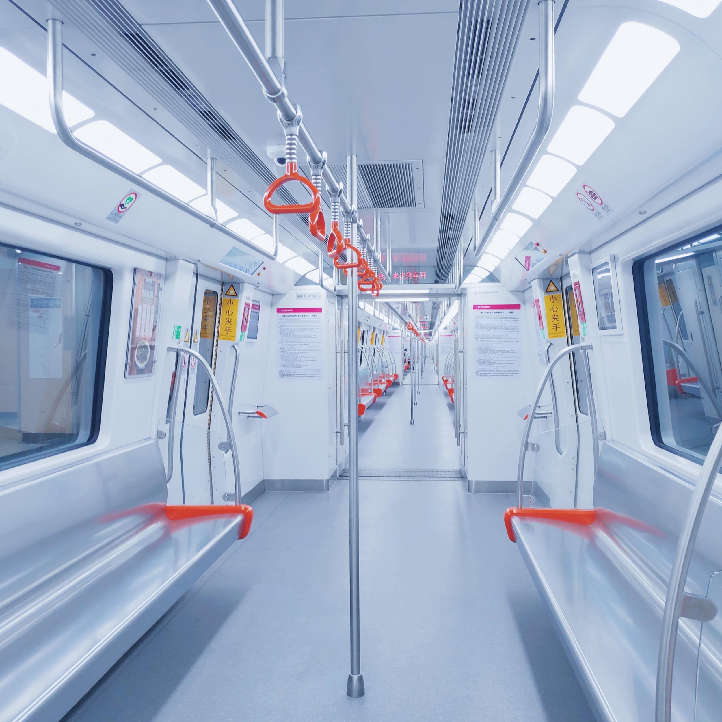 疫情盛行时的地铁