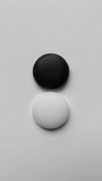 #M1壁纸摄影#  黑白世界三张《水墨》《凝视》《棋子》